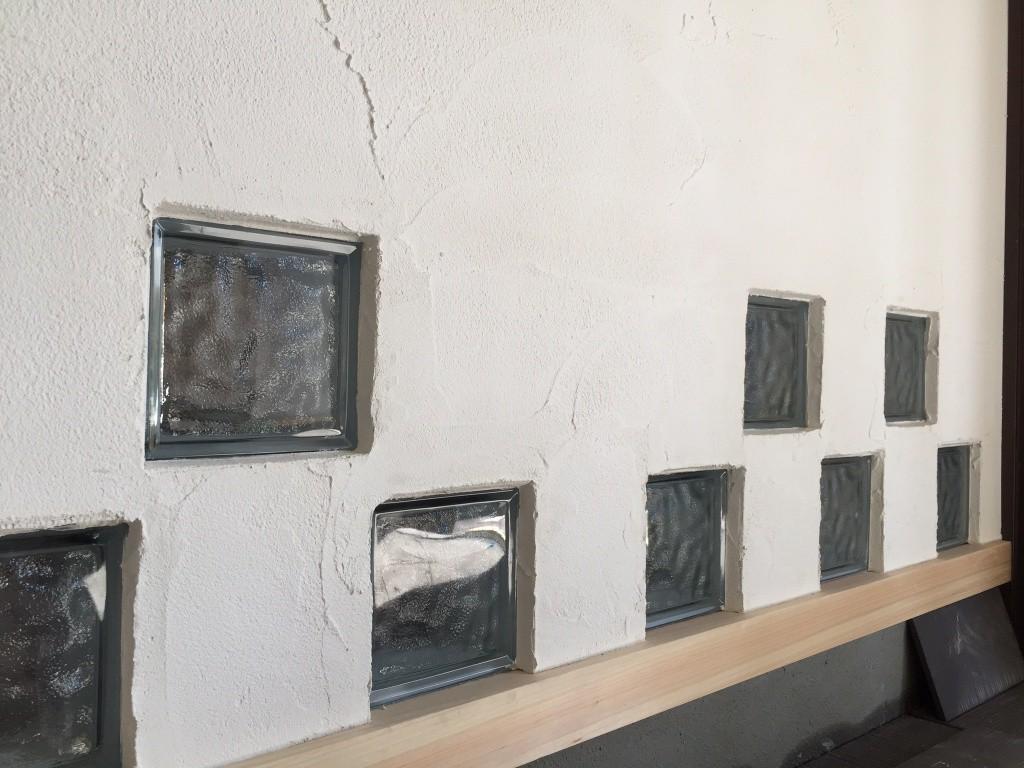 ガラスブロックと珪藻土